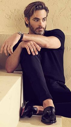 🎻 Chris Pine actor will play himself in Love Antosha ,born 26 Aug 1980 ( Greaser Hair, Haircuts For Men, Celebrity Crush, Movie Stars, Beautiful Men, Sexy Men, Hot Guys, Hair Cuts, Handsome