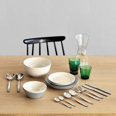 Scandia Servierbesteck und Tafelbesteck von Iitalla. 125€ für Starterset mit je 2x Tellern. Spülmaschinen-, Mikrowellen- und Ofenfest.