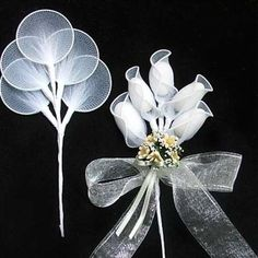 Items similar to Gold edge almond holders, tulle net netted leaves rachetti gold wire scalloped edges for favors or jordan almond flowers wedding party on Etsy Wedding Favors And Gifts, Almond Wedding Favours, Italian Wedding Favors, Creative Wedding Favors, Italian Weddings, Wedding Favors With Jordan Almonds, Italian Wedding Traditions, Nylon Flowers, Diy Flowers