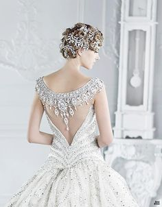 A Michael Cinco's masterpiece wedding dress with a unique bejewelled portrait back feature to compliment the v-shape of the lower back. {Designed by Michael Cinco} Gorgeous Wedding Dress, Beautiful Gowns, Dream Wedding, Elegant Wedding, Elegant Gown, Elegant Bride, Glamorous Wedding, Trendy Wedding, Summer Wedding