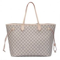 LV Neverfull - Think this is perfect for summer. A good contrast from the Damier Ebene for winter. Louis Vuitton Handbags Black, Louis Vuitton Shop, Louis Vuitton Collection, Louis Vuitton Neverfull Gm, Lv Handbags, Chanel Handbags, Fashion Handbags, Designer Handbags, Designer Purses