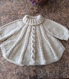 Baby Cardigan Knitting Pattern, Knitted Poncho, Baby Knitting Patterns, Knitting Designs, Knitted Slippers, Baby Girl Dresses, Baby Dress, Crochet Baby Clothes, Toddler Dress
