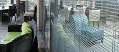 Afbeeldingsresultaat voor duettes in beglazing Window Coverings, Skyscraper, Multi Story Building, Windows, Skyscrapers, Window Dressings, Window, Blinds