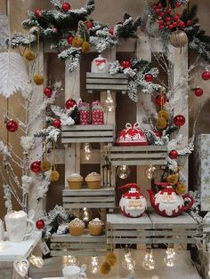 Risultati immagini per christmas focus table displays visual merchandising Christmas Booth, Christmas Window Display, Office Christmas, Christmas Store, Red Christmas, All Things Christmas, Christmas Wreaths, Christmas Crafts, Christmas Ornaments