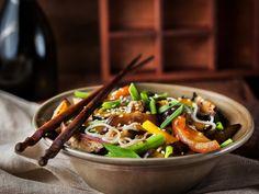 tofu, nouilles chinoises, carotte, pois gourmand, mini mais, sauce Yakitori, sauce soja, poivre, Sel, paprika, curry, cube de bouillon...