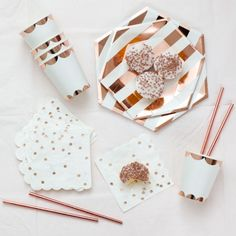 Rose Gold Party Tableware Kit ,Rose Gold Theme Bride Shower Party Supplies Disposable Paper Plates C - Fiesta casera Rose Gold Paper, Gold Foil Paper, Rose Gold Foil, White Paper, Gold Party, Gold Birthday Party, 25th Birthday, Birthday Ideas, Rose Gold Theme