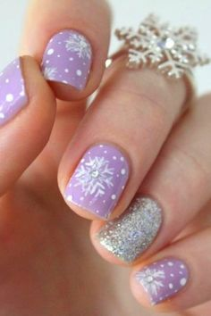 Let's look at the collection of cute, simple & easy winter nail art designs & ideas of You can try these winter nails on your own and it won't cost you much. Cute Christmas Nails, Xmas Nails, Holiday Nails, Halloween Nails, Fun Nails, Christmas Holiday, Christmas Manicure, Christmas Ideas, Silver Christmas