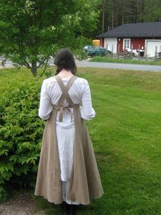 Apron - now with tutorial! - CLOTHING: with crossed back straps AND widened in the front for big busted/waist people.
