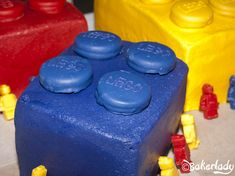 Lego Cake. Dipped Oreo buttons - Bakerlady