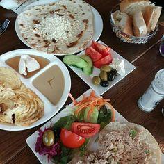Istanbul grand cafe  Heerlijk ontbijt zoet en hartig beleg. Turkse keuken.