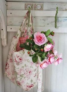 Shabby~but~Chic - Ana Rosa Shabby Chic Style, Cottage Shabby Chic, Rose Cottage, Cottage Style, Shabby Vintage, Vintage Roses, Decoration Shabby, Deco Floral, Romantic Roses