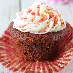 Red-Velvet-Cupcakes-with-White-Chocolate-Frosting