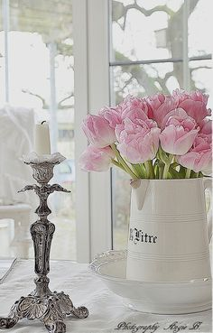 Pink tulips oh my hell just remembered what I left at the kids my birthday tulips damn. Beautiful Flower Arrangements, Love Flowers, Beautiful Flowers, Shabby Flowers, Pink Tulips, Pink Roses, Narcisse, Tulip Wedding, Tulip Bouquet