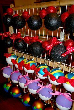ideas for christmas tree ideas disney diy ornaments Mickey Mouse Christmas Tree, Disney Christmas Decorations, Disney World Christmas, Mickey Mouse Ornaments, Xmas Tree, Disney Diy, Deco Disney, Disney Crafts, Disney Ideas