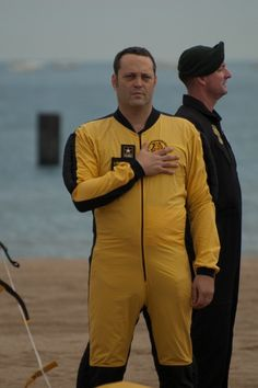 Vince Vaughn jumps out of a plane!