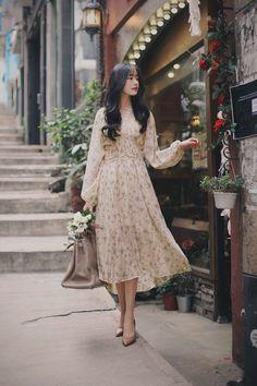 daily 2018 feminine& classy look 패션/style корейск Vintage Dresses, Vintage Outfits, Vintage Fashion, Korean Fashion Trends, Asian Fashion, Girly Girl, Modest Fashion, Fashion Dresses, Feminine Fashion