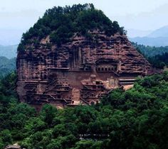 Aspundir: Maijishan Grottoes in China. 194 caves cut in the side of the hill of Majishan in Tianshui, Gansu Province, northwest China. I feel like this is a real life avatar and Ang should be flying around! Places Around The World, Oh The Places You'll Go, Places To Travel, Places To Visit, Around The Worlds, Tourist Places, Travel Destinations, Beautiful World, Beautiful Places