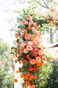 White Floral Centerpieces, Fall Wedding Centerpieces, Wedding Reception Decorations, Floral Arrangements, Orange Wedding Flowers, Floral Wedding, Wedding Colors, Floral Arch, Nature Center