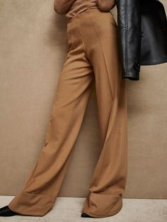 Spring Summer 2017 Women´s LIMITED EDITION WOOL/CASHMERE TROUSERS WITH ROLLED-UP HEM DETAIL at Massimo Dutti for 99.95. Effortless elegance!