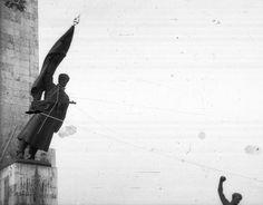 a Felszabadulási Emlékmű Felszabadító szovjet katona… Budapest Hungary, Art Google, Old Photos, Revolution, Stuff To Do, History, Beautiful, Old Pictures, Historia