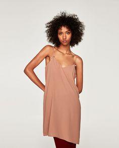 ca083a0df 7 vestidos de temporada en Zara que puedes usar ya Zara