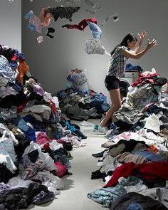 Resultado de imagem para montanha de roupa