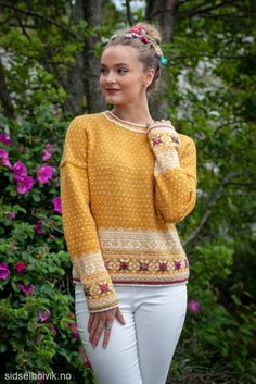 Easy Knitting Patterns for Beginners - How to Get Started Quickly? Fair Isle Knitting Patterns, Knitting Designs, Knit Patterns, Knit Stranded, Handgestrickte Pullover, Norwegian Knitting, Hand Knitted Sweaters, Knitting For Beginners, Knit Fashion
