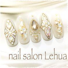 Pearl Nails, Rhinestone Nails, Bling Nails, Nail Art Designs Videos, 3d Nail Designs, Christmas Nail Designs, Christmas Nails, Japan Nail Art, Oval Shaped Nails