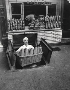 greeneyes55:    Bakery Bleeker Street New York 1947   Photo: Berenice Abbott