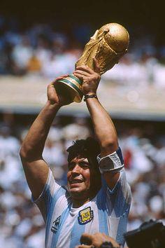 11.950 fotos e imágenes de Diego Maradona Fotos - Getty Images Maradona Football, Neymar Football, Football Players, Messi Vs, Messi And Ronaldo, Football Images, Football Pictures, Football Is Life, Retro Football