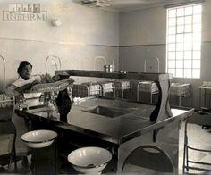 """Efemérides INEHRM.- 30 de abril de 1943 Se inaugura el Hospital del niño, hoy Hospital Infantil de México, """"Dr. Federico Gómez"""". Fue el primer hospital dedicado a la atención de niños enfermos, donde además de asistencia médica se pensó como un lugar de formación de médicos especializados y de investigación."""