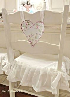 Ana Rosa. Make something like this in banner form with white ribbon for over my entry table.