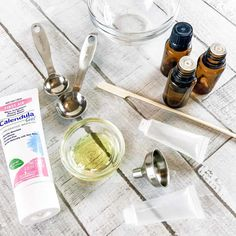 DIY acne treatment gel with essential oils, reduce blemishes, treat pimples, zap zits with this all-natural remedy to soothe and clear skin. Homemade anti-acne recipe with essential oils, Natural acne spot treatment, get rid of pimples with essential oils. DoTerra, Young Living, Plant Therapy.