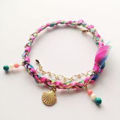 《Tropical Flower》                  シルクリボンブレスレット        ...|ハンドメイド、手作り、手仕事品の通販・販売・購入ならCreema。