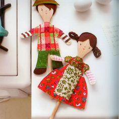 varios muñecos hechos con cuchara de madera