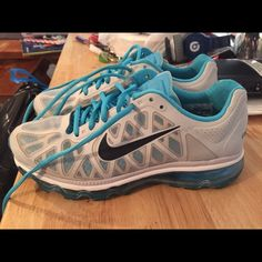 Women's Nike Airmax Sneakers size 8.5 women's, barely worn. comfortable and stylish! Nike Shoes Sneakers