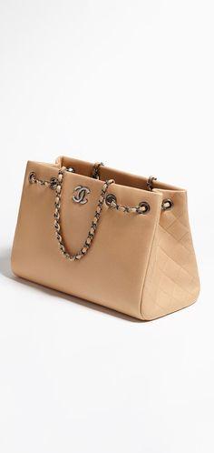 Large shopping bag, metallic grained calfskin-beige - CHANEL