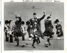 Scots Guards - Highland Sword Dance - Broadswords