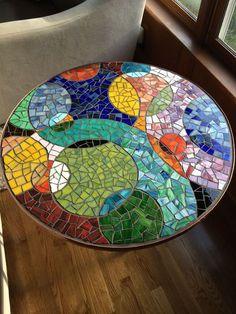 Bildresultat för free mosaic patterns for tables Round Mosaic Tile Table, Mosaic Tray, Mosaic Tile Art, Mosaic Pots, Mosaic Artwork, Mosaic Crafts, Mosaic Projects, Mosaic Glass, Mosaic Table Tops