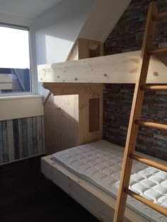Bunk bed with storage space boys room / stapelbed met koof jongenskamer