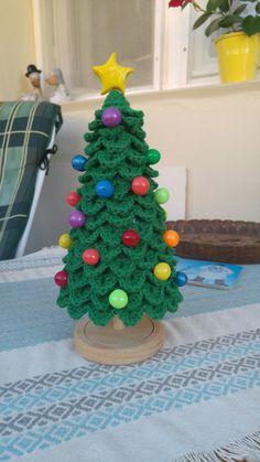Crochet christmas tree with beads from cold porcelain Háčkovaný vánoční stromeček s kuličkami ze studeného porcelánu