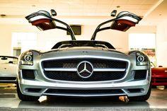 Mercedes SLS.