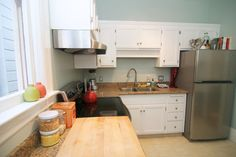 kitchen cabinets and wallcolor:::021313_mollysfhousetour_037_rect640