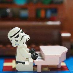 more legos pleeeaase Lego Star Wars, Star Wars Art, Funny Lego Pictures, Legos, Lego Humor, Aniversario Star Wars, Star Troopers, Lego Stormtrooper, Lego People
