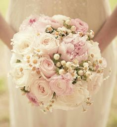 Soft & Romantic Bridal Bouquet With Pink Roses & Peonies, White Roses & Ranunculus, Snow Berries>>>>