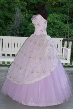Vintage 1950s 50s Strapless Lavender Tulle with Chiffon over Taffeta Prom Party Evening Gown Dress