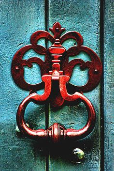 red door knocker on aqua wooden door; reverse this color pattern with red door and monogram instead of wreath