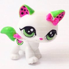 Littlest Pet Shop for the pepole who love what're melon here is the perfect LPS for you! Little Pet Shop, Little Pets, Watermelon Cat, Custom Lps, Totoro, Lps Cats, Lps Littlest Pet Shop, Cute Toys, Stickers