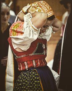 Podpoľanie, Slovakia Folk Costume, Costumes, Folk Embroidery, Ethnic Dress, European Countries, Czech Republic, Headdress, Traditional Dresses