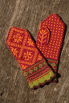 Ravelry: mamaleon10's Amaryllis Mittens. knit inspiration
